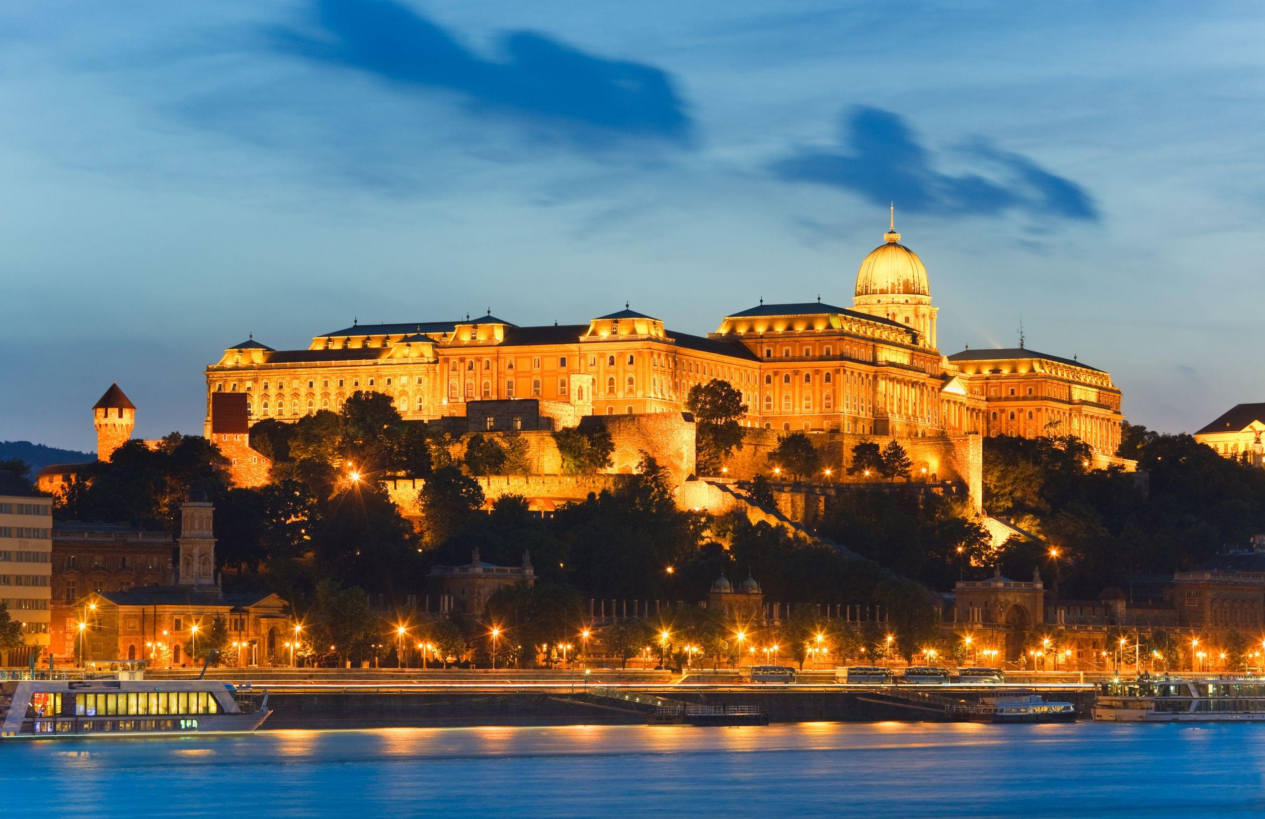 http://marinettedesign.do.am/Budapest/bpkepek/budapest-royal-palace_1434011195.jpg